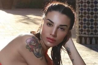 Aggredita Patrizia Bonetti, ex del GF: picchiata da tre donne armate di caschi, è stata ricoverata