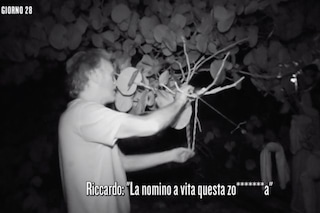 """Isola dei famosi 2019, Riccardo Fogli insulta Ariadna Romero: """"La nomino a vita questa zoc**letta"""""""