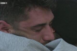 """Isola dei Famosi, Jeremias Rodriguez piange per il padre: """"Non è un bel periodo per lui"""""""