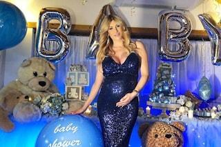 """È nato il figlio di Paola Caruso, lo annuncia l'amica Simona Ventura: """"È un piccolo gioiello"""""""