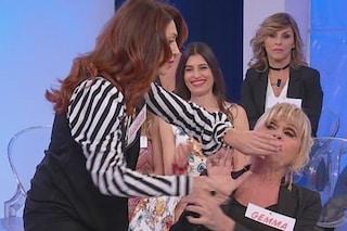 """""""Non mettermi le mani addosso!"""": lo scontro tra Gemma Galgani e Barbara De Santi diventa fisico"""