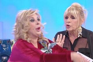 """Uomini e Donne, Tina accusa Gemma di portare sfortuna, la risposta della dama: """"Sei vergognosa"""""""
