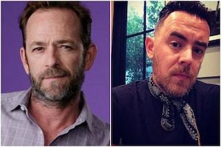 """Il dolce ricordo di Luke Perry del figlio di Tom Hanks: """"Calmò il pianto dei bambini sull'aereo"""""""