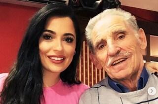 """Lutto per Alessia Macari, morto suo nonno Silvio: """"Oggi ti ho salutato per l'ultima volta"""""""