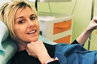 """Nadia Toffa si mostra mentre fa la chemio: """"Sempre col sorriso, viva la vita"""""""