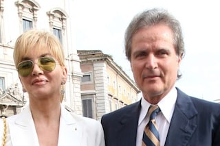 """Milly Carlucci vittima di truffa: """"Un sito ha finto crisi con mio marito per vendere una crema"""""""