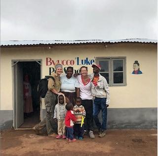 Una scuola in Africa porta il nome di Luke Perry: è la dedica della figlia Sophie