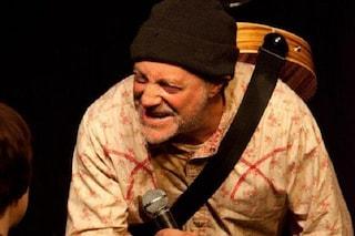 Il comico Ian Cognito muore sul palco, il pubblico continua a ridere pensando a uno scherzo