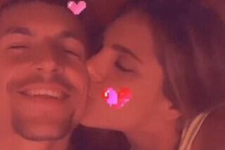 """Ivana Icardi pubblica una foto hot col fidanzato e risponde a Valentina Vignali: """"Ignorante"""""""