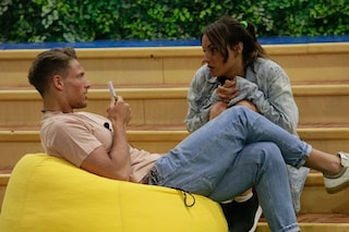 "GF2019, Francesca De André e Gennaro Lillio sono sempre più intimi: ""Mi dai un bacio?"""