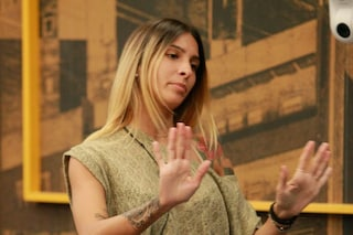 """GF 16, Erica Piamonte: """"Il mio ex fidanzato mi sputò addosso perché ero andata a cena con un altro"""""""