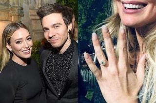 """""""Mi ha chiesto di sposarlo"""": Hilary Duff mostra l'anello di fidanzamento e dice sì a Matthew Koma"""