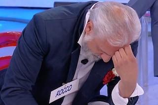 """Rocco Fredella scoppia a piangere e lascia 'UeD', Maria De Filippi: """"Ha seri problemi economici"""""""