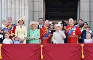"""""""Girati!"""", Meghan Markle sgridata da Harry durante il compleanno della Regina Elisabetta"""