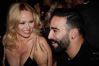 """Pamela Anderson lascia Adil Rami: """"Sono stata tradita e ingannata per due anni. È un mostro"""""""