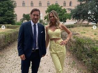 Ilary Blasi testimone al matrimonio della sorella Silvia, spunta la foto delle nozze con Totti