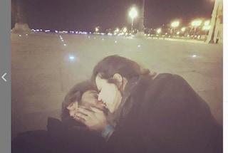 """Lino Guanciale insultato per un bacio con la fidanzata: """"Pressioni ai limiti con lo stalking"""""""