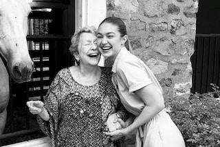È morta la nonna di Gigi e Bella Hadid: 78 anni, si era ammalata di cancro