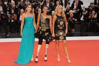 Protesi e tacchi a spillo, lo splendore di Giusy Versace a Venezia 76