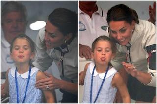 Charlotte principessa di simpatia: alla regata fa la linguaccia e Kate Middleton se la ride
