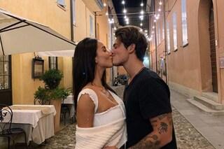 Federico Rossi e Paola Di Benedetto di nuovo insieme, la foto del bacio conferma il ritorno
