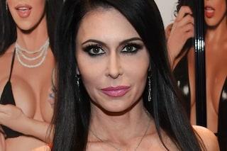 La pornostar Jessica Jaymes trovata morta: stroncata da un arresto cardiaco a 43 anni
