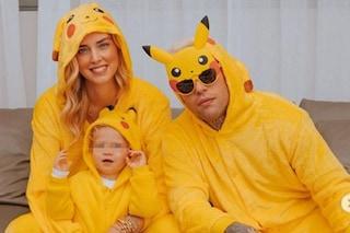 Halloween in famiglia per i Ferragnez: Chiara, Fedez e Leone vestiti da Pikachu