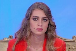 """Sara Tozzi lascia il trono dopo avere rivisto il suo ex, le lacrime a Uomini e Donne: """"Mi scuso"""""""