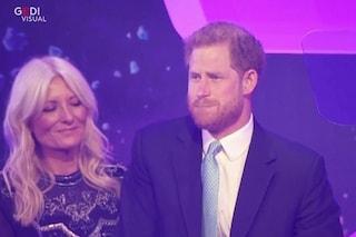 """Il principe Harry piange sul palco pensando al figlio Archie: """"Prima di lui non potevo capire"""""""