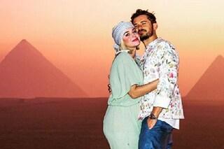 Katy Perry festeggia 35 anni in Egitto con Orlando Bloom (e suocera), le foto del viaggio da sogno