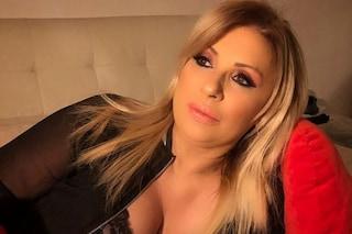 Tina Cipollari ha perso 10 chili, l'opinionista pesa 74 chili a due mesi dall'inizio della dieta