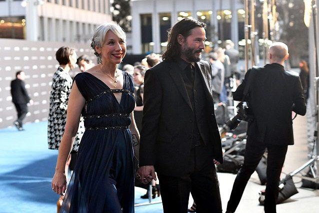La fidanzata di Keanu Reeves scambiata per Helen Mirren