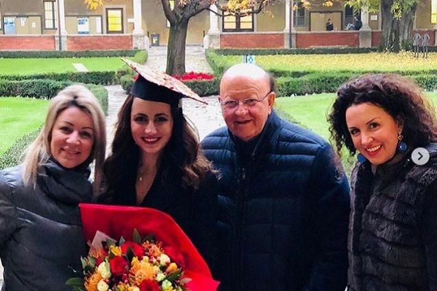 Boldi con le figlie Manuela, Marta e Micaela