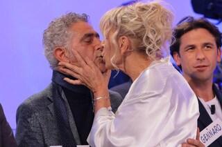 A 'Uomini e Donne' Gemma Galgani seduce e bacia Juan Luis Ciano, il cavaliere ha occhi solo per lei