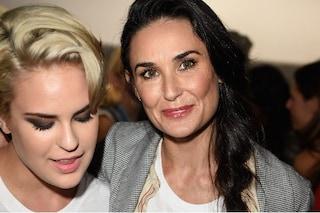 """Demi Moore e la dipendenza dall'alcol, la figlia Tallulah: """"Sembrava arrivasse un mostro"""""""