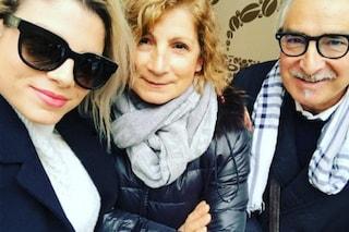 Emma Marrone e il regalo di Natale per i genitori: torna a casa a sorpresa cantando Stupida allegria