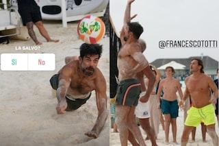 Pierfrancesco Favino sfida Totti a beach volley alle Maldive, nel resort anche Icardi e Ezio Greggio