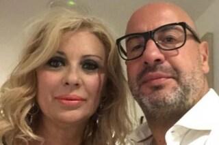 """""""Tina Cipollari e Vincenzo Ferrara sposi a marzo 2020"""": l'ennesimo gossip sull'opinionista di 'UeD'"""