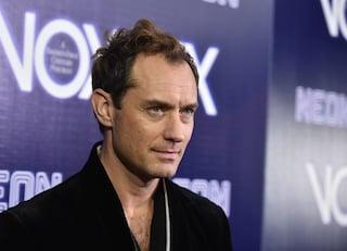"""Jude Law: """"Dicono che sono attraente, anche senza capelli. Sorrentino? Ho piena fiducia in lui"""""""
