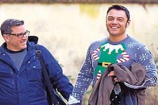 """Tiziano Ferro paparazzato col marito: """"Metti il maglione da scemo e ti fanno le foto"""""""
