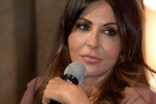 """""""Gli alieni mi hanno ordinato di unirmi sessualmente a te"""": condannato lo stalker di Sabrina Ferilli"""