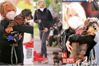 """Maria De Filippi con la mascherina e il cane: """"Momento di solitudine ma loro possiamo abbracciarli"""""""