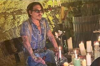 """Johnny Depp sbarca su Instagram, il primo video è sulla pandemia: """"Prendetevi cura di voi"""""""