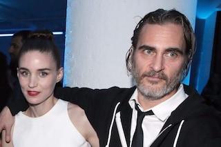 """""""Rooney Mara e Joaquin Phoenix saranno presto genitori"""": la notizia impazza sulla stampa americana"""