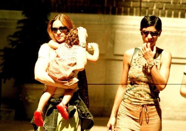 Ingrid Casares con Madonna nel 1998