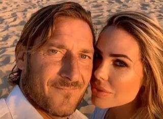 Francesco Totti e Ilary Blasi festeggiano 15 anni di matrimonio, lui le dedica Unica di Venditti