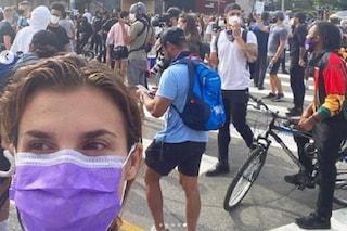 """Elisabetta Canalis alle proteste per George Floyd: """"Pace e dialogo, questo è il messaggio"""""""