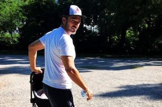 Luca Argentero pubblica la prima foto da papà, passeggiata al parco con Nina Speranza