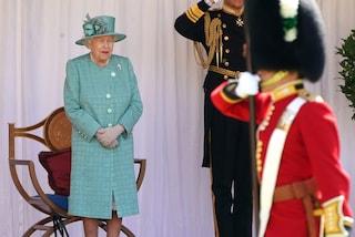 La Regina Elisabetta festeggia il compleanno in forma dimessa: gli effetti del Covid-19 sui Reali