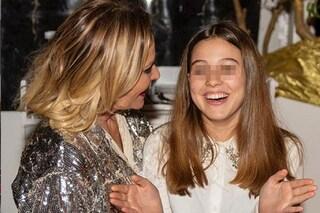 """Simona Ventura e la dedica alla figlia Caterina che compie 14 anni: """"Orgogliosa di te"""""""